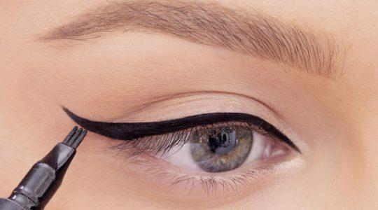 En Kolay Eyeliner Nasıl Çekilir?