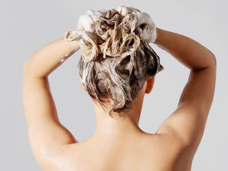 Saç Dökülmesi Karşıtı Şampuanların Zararı Var Mıdır?
